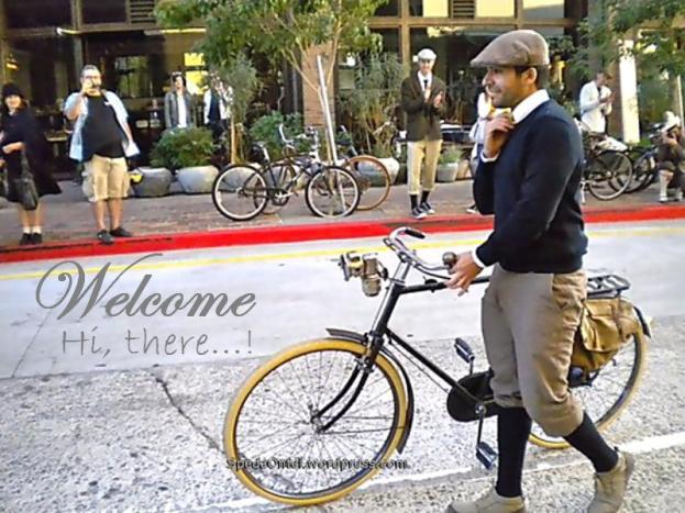 Ketika sepeda ontel yang bergaya klasik dan unik lewat dengan ...