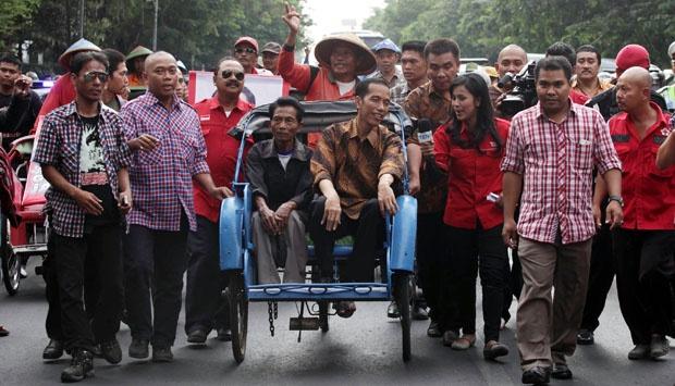 Jokowi Gubernur DKI Jakarta Baru, Diberi Kado Sepeda Kuno