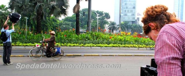 Oude Fiets Onthel Photography by Tropen Museum Holland in Jakarta