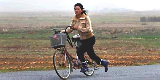 korea-utara-larang-perempuan-bersepeda