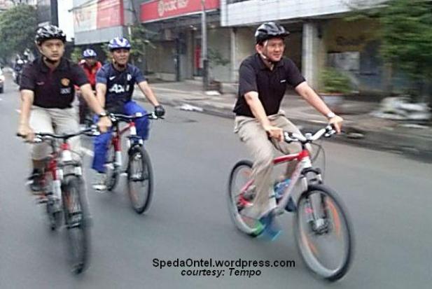 ahok_naik_sepeda 3