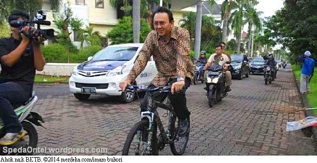 ahok_naik_sepeda
