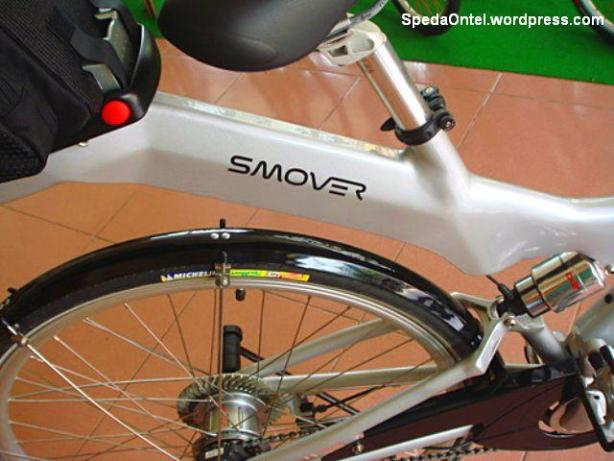 """Pust komputer sepeda berada pada frame dibawah sadel, tepatnya persis pada tulisan Smover"""""""