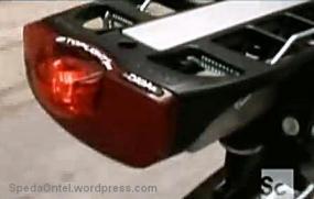 Sistim lampu rem belakang yang langsung terintegrasi ke sistim komputer pusat, bukan ke tuas rem di stang.