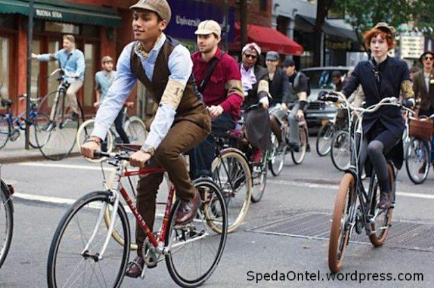 tweed-run-bikers-nyc