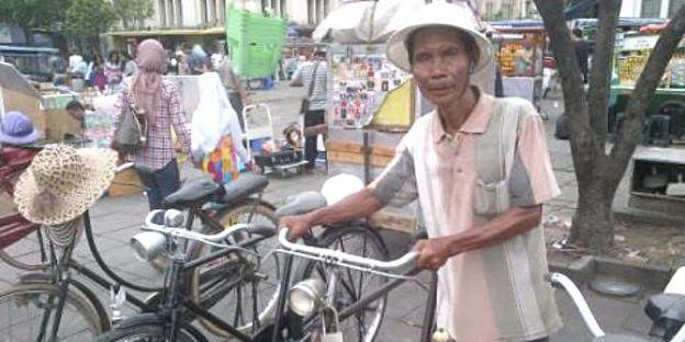penyewa-sepeda-ontel kota tua jakarta