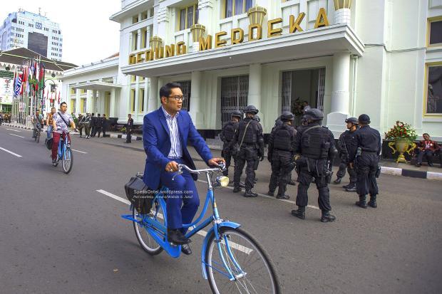 Ridwan Kamil sepeda Onthel 001