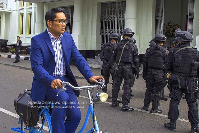 Ridwan Kamil sepeda Onthel 02