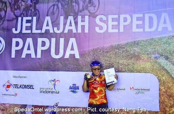 Ontelis Neng Tya selesai menjelajah Papua. (Pict courtesy: Neng Tya)