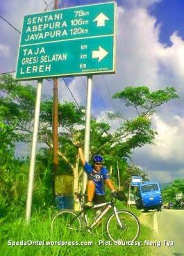 Ontelis Neng Tya Kompas Jelajah Sepeda Papua 2015
