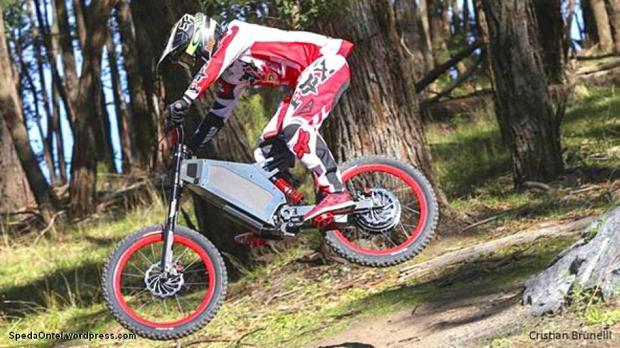 Sepeda Stealth disebut sebagai mesin motocross dan sepeda gunung. Militer juga dilaporkan tertarik dengan Stealth.