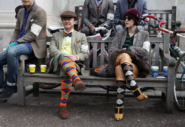 https://spedaontel.files.wordpress.com/2015/10/2c72d-tweed-run-2013-london-marshal-team-photos-kelly-miller-6.jpg?w=615&h=424