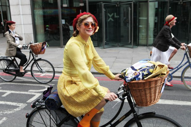 https://spedaontel.files.wordpress.com/2015/10/61144-tweed-run-london-2014-bike-pretty-most-dashing-dame-bike-fashion-photo-kelly-miller-91.jpg?w=619&h=413