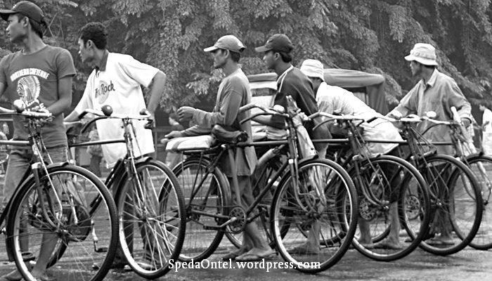 Berawal Dari Sepeda Ontel Sejarah Ojek di Indonesia dari