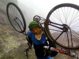 sepeda-onthel-ke-puncak-gunung-02