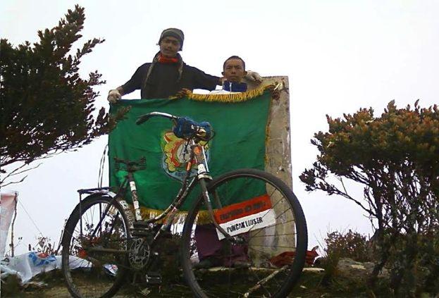 sepeda-onthel-ke-puncak-gunung-04