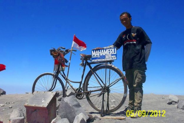 sepeda-onthel-ke-puncak-gunung-05